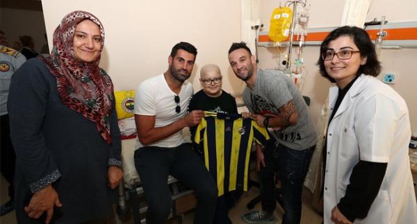 Fenerbahçeli futbolculardan anlamlı ziyaret