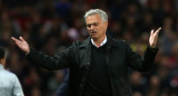 Manchester United, Mourinho'ya servet ödeyecek