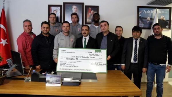Belediye Başkanı'ndan kulübe destek