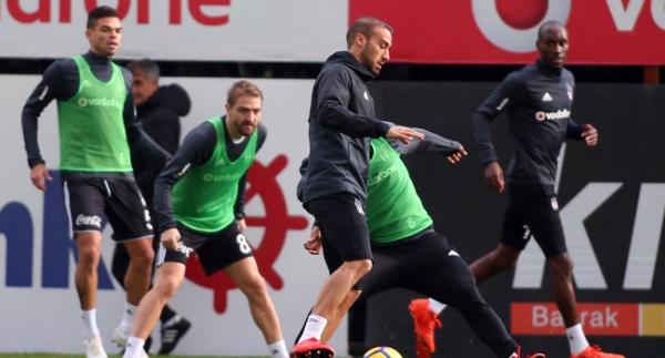 Beşiktaş sahaya iniyor
