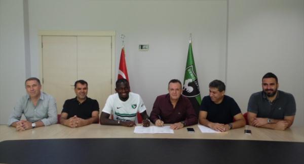 Denizlispor'da Sackey sözleşme imzaladı
