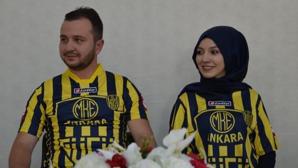 Düğünden önce Ankaragücü maçına geldiler!