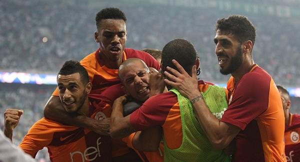 Galatasaray zirvede yalnızlaşıyor