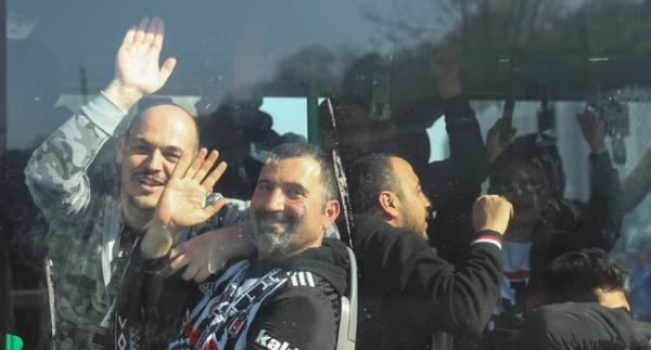 Beşiktaşlı taraftarlar 30 otobüsle derbiye gitti