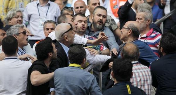Fenerbahçe Genel Kurulu'nda gerginlik