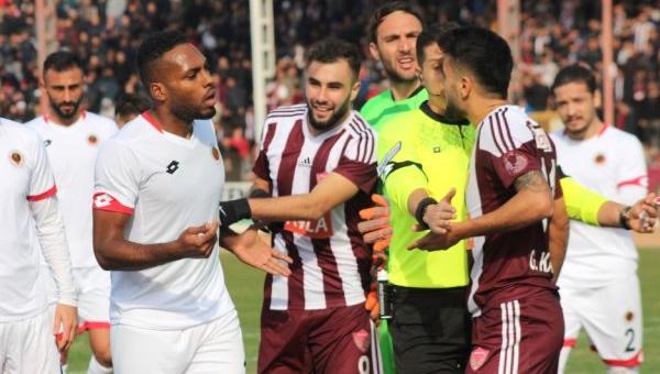 """Erkan Sözeri: """"Türk futbolu adına utanç verici"""""""