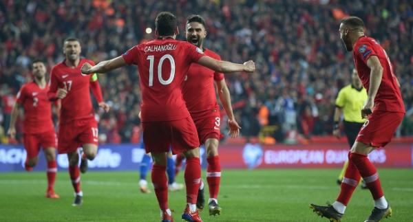 A Milli Futbol Takımı 2'de 2'yle başladı