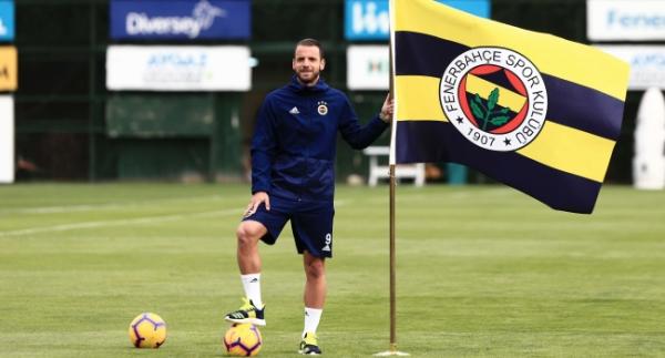 Soldado Fenerbahçe'yi sırtlıyor