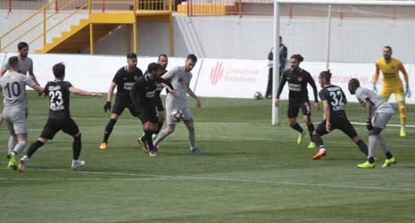 Ümraniye'de 4 gol, 2 kırmızı kart