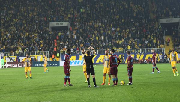 Ankaragücü Trabzonspor'a teslim oldu
