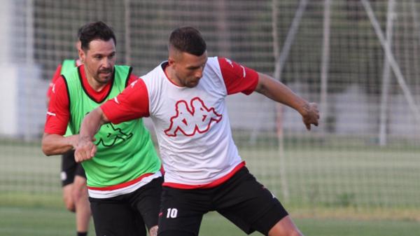 Antalyaspor'da 4 futbolcuyla yollar ayrıldı