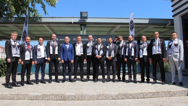 41 haftadır mağlubiyet yüzü görmeyen Manisa FK'da yeni yönetim tanıtıldı