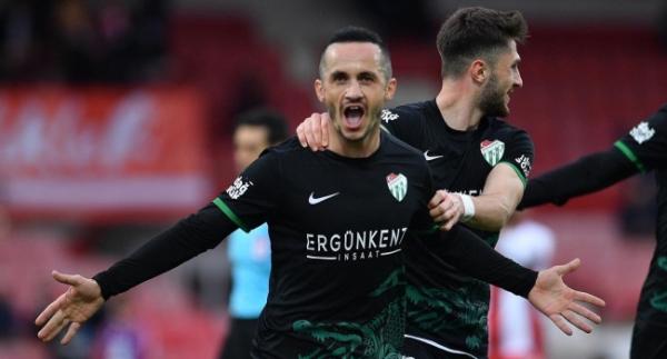 Balıkesirspor: 0 Bursaspor: 2 Özcan Bizati ile bir ilk!