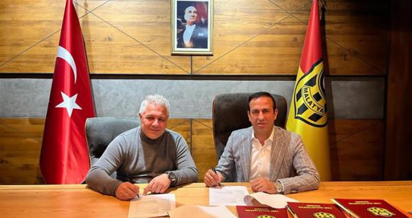 Yeni Malatyaspor hocasına imzayı attırdı...
