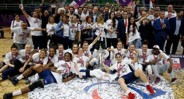 Yakın Doğu Üniversitesi kupayı kazanan 4. ekip oldu