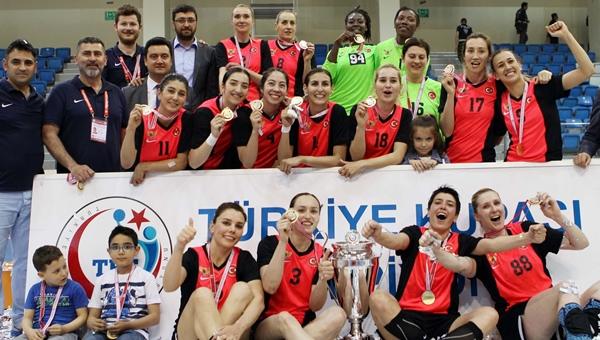 Yenimahalle Belediyespor, 0.3 puan farkla şampiyonluğu verdi!