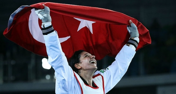 Altın madalya Nur Tatar'ın