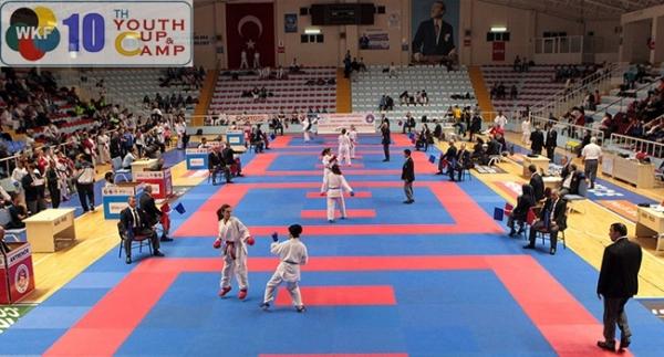Genç karateciler olimpiyat için yarıştı