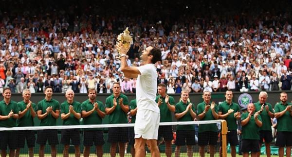 Federer yeniden tarihe geçti