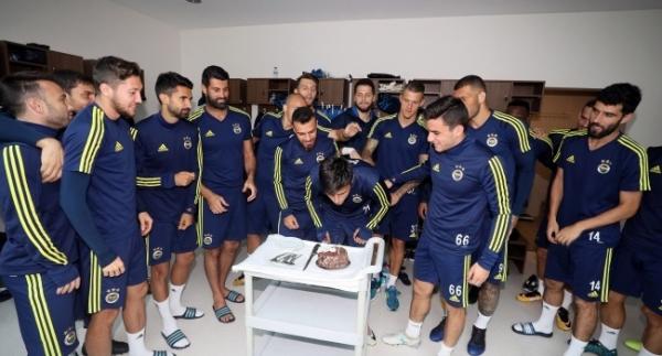 Eljif Elmas'a sürpriz doğum günü