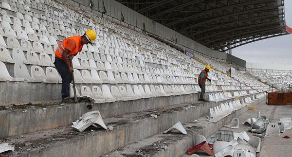 Eski 4 Eylül Stadyumu yıkılıyor