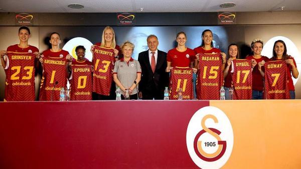 Galatasaray'da yeni transferler tanıtıldı