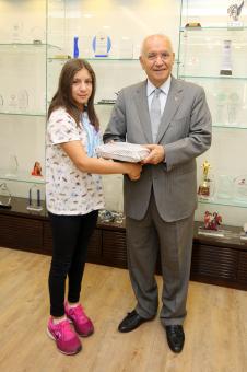 Yenimahalle'nin şampiyon kulacı Yaşar'ı ziyaret etti