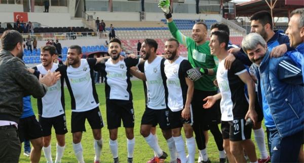 Pepe, İçelspor'u kutladı