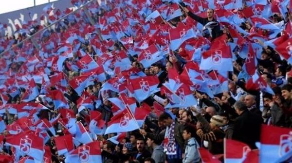 Trabzonspor'da hareketli saatler yaşanıyor! Taraftar ayaklandı...