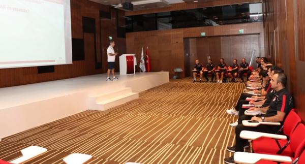 Süper Lig hakemlerine VAR eğitimi verildi