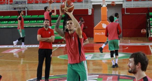 Pınar Karşıyaka'da hedef çeyrek final