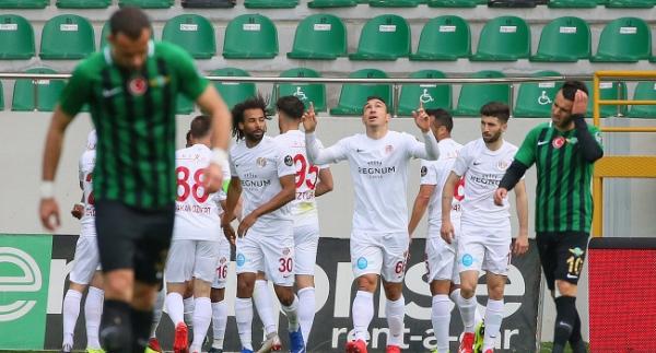 Antalyaspor, Akhisarspor'u deplasmanda yıktı