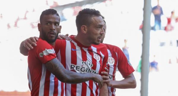 Antalyaspor, Mevlüt ile güldü