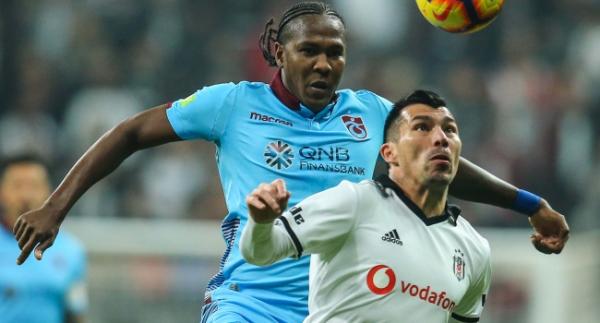 Beşiktaş'ta sol bekte kim oynayacak?