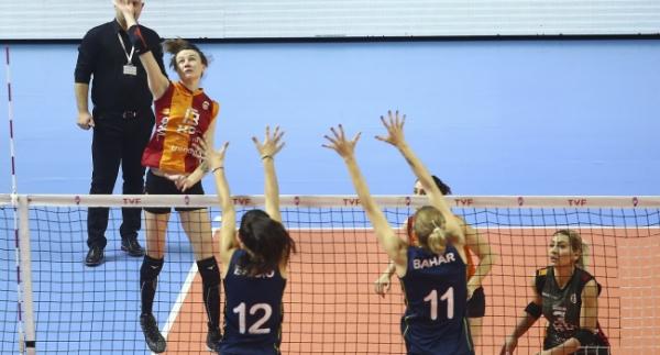 Voleybol kadınlarda play-off heyecanı