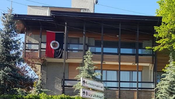 İlhan Cavcav'ın evine, Gençlerbirliği bayrağı asıldı!