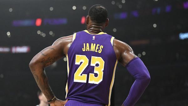 Nike izin vermedi 23 numara LeBron'da kaldı