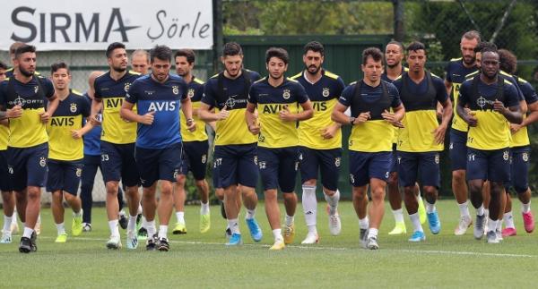 Fenerbahçe rakiplerine karşı üstün