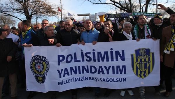 """Tüm taraftarlardan ortak yürüyüş: """"Polisimin yanındayım"""""""